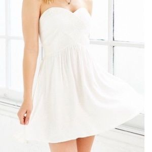 urban outfitters white strapless dress
